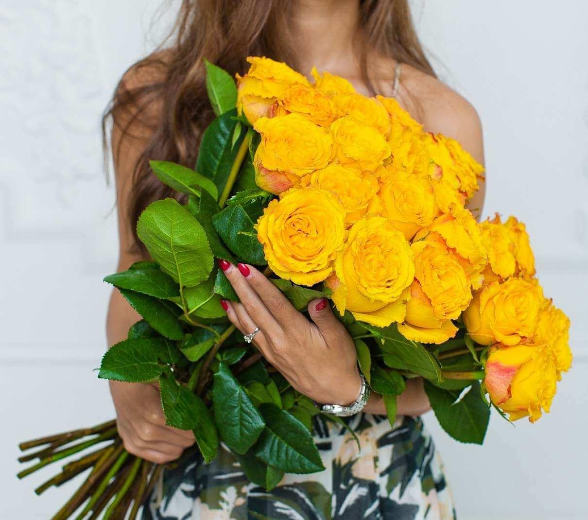 Желтые розы: к чему их дарят