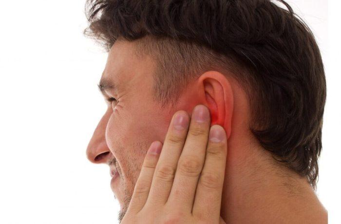 Печет внутри уха