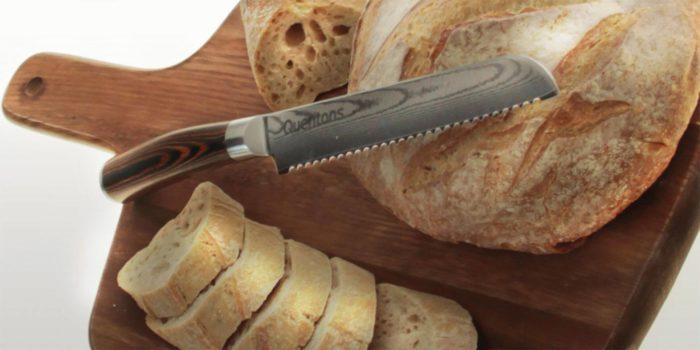 Выпал во время нарезания хлеба