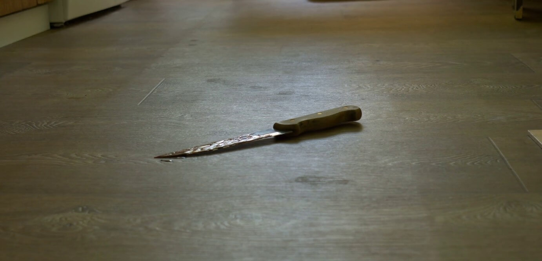 К чему падает нож: толкование приметы