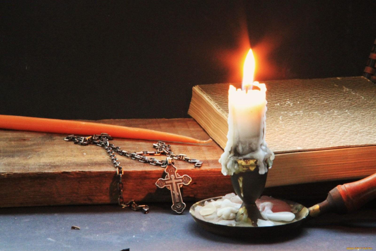 Как освятить квартиру церковной свечой