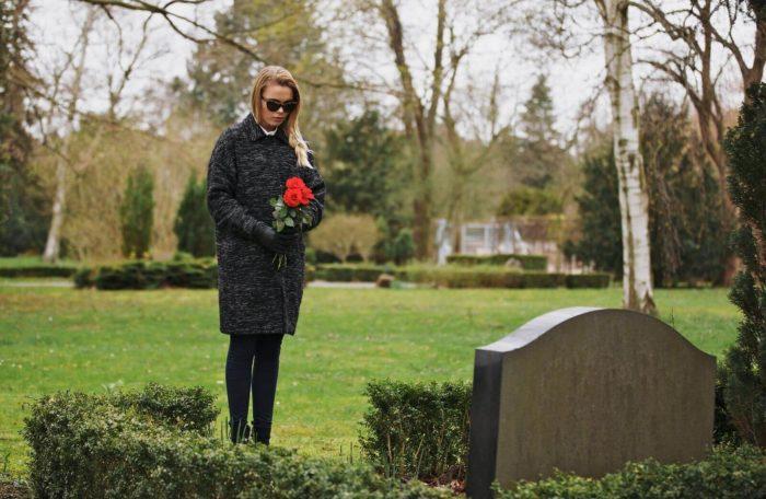 В какой день недели ходить на кладбище