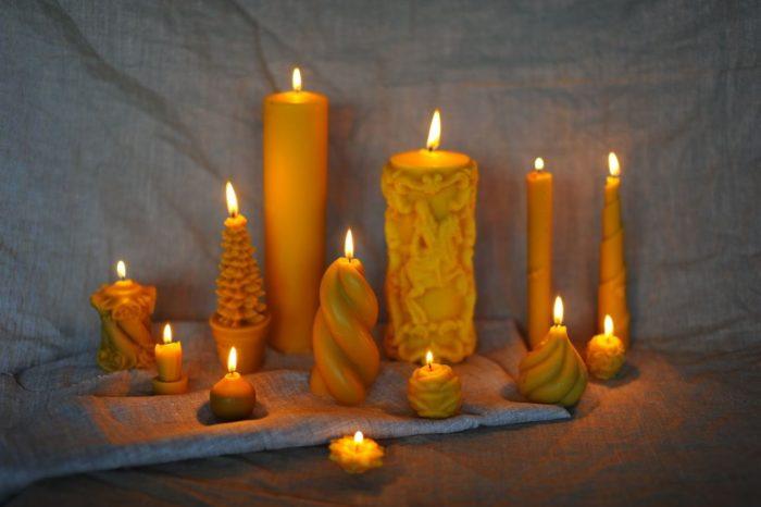 Варианты приворотов на скрученных свечках