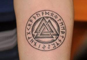 Использование символа в виде тату