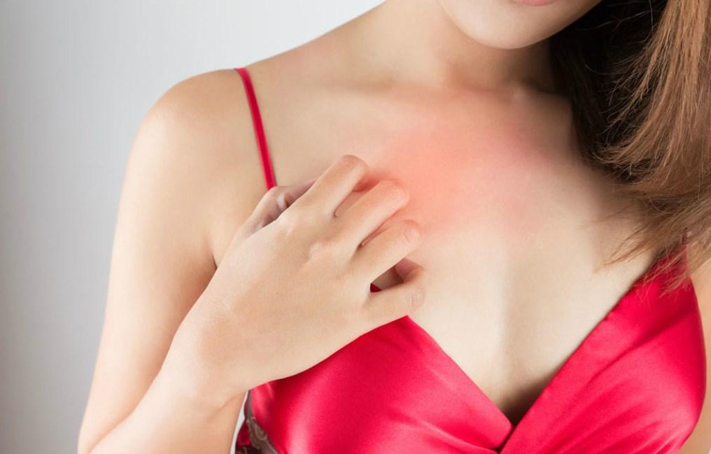 К чему чешется левая или правая грудь