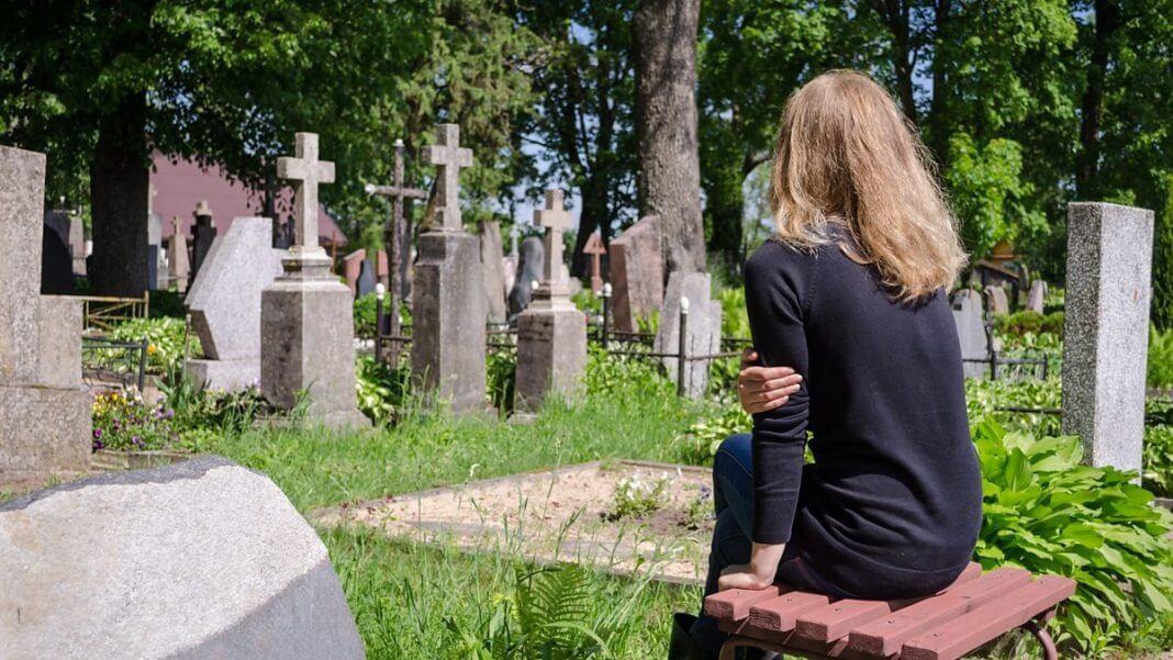 Стоит ли ходить с месячными на кладбище
