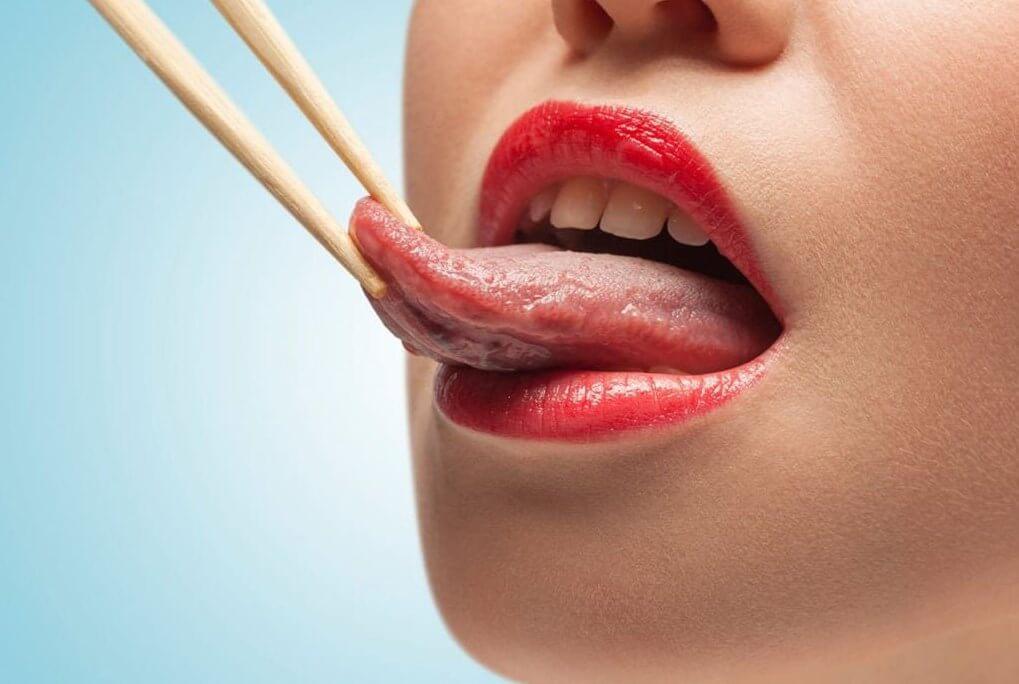 Прикусить язык: примета, ее особенности и толкование