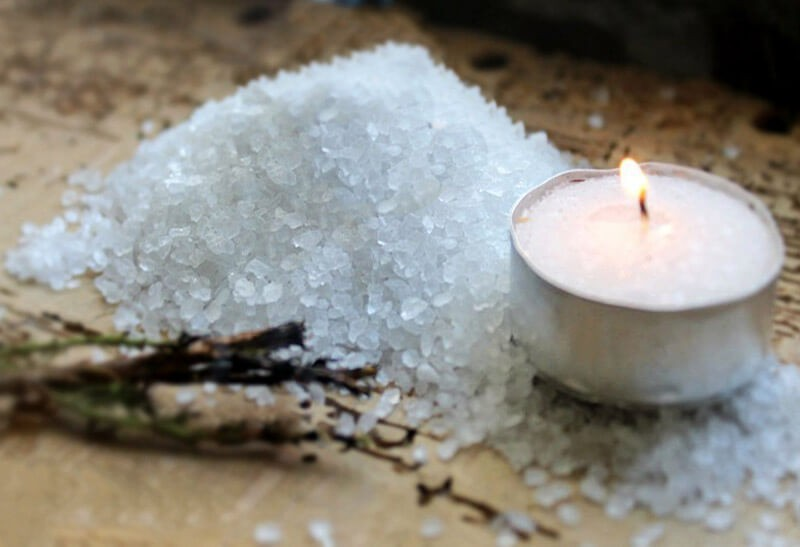 Ритуал от порчи с солью