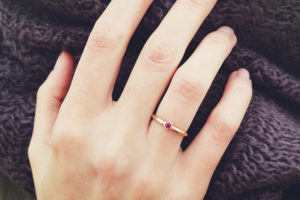 Почему кольцо носят на безымянном пальце