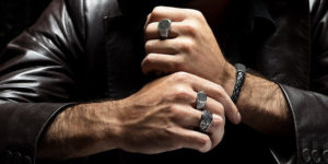 Почему мужчины носят кольцо на безымянном пальце
