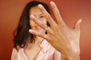 Украшение на четвёртом пальчике