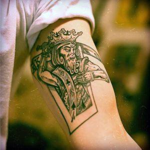 Значение короля крестей в качестве тату
