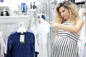 Покупать вещи до рождения ребенка: суеверия