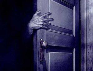 Сон ногами к двери: суеверия