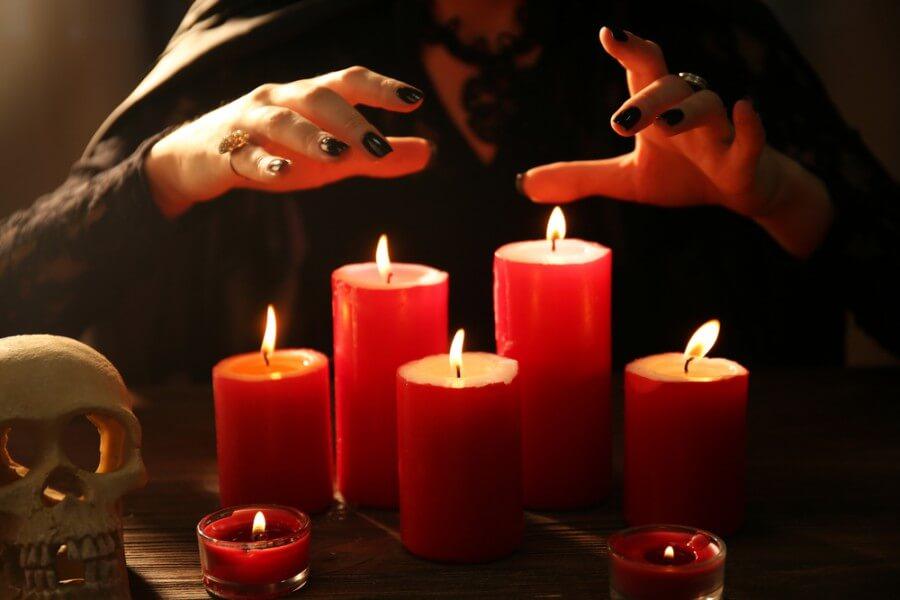 Приворот с церковной свечой