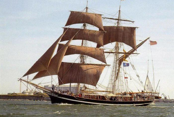 Французское судно Розали