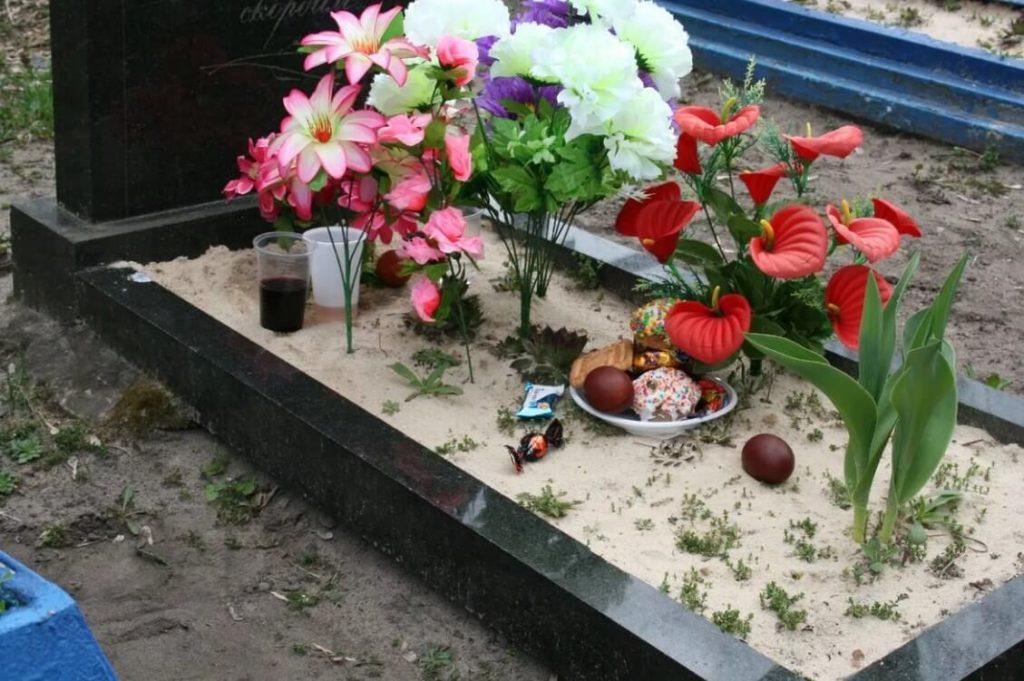 Пища на могиле