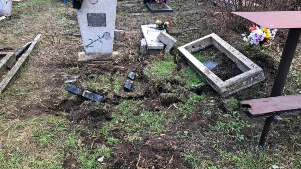 Забирать с могилы