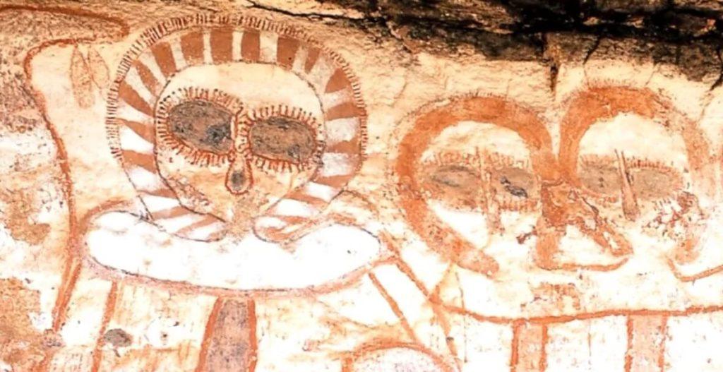 Древние изображения инопланетян на скалах