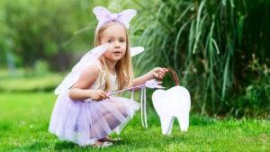 Девочка в костюме феи